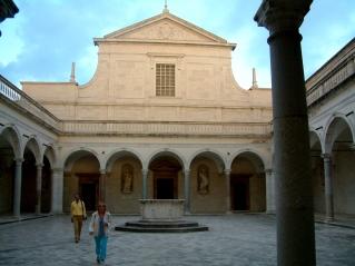 Monte_Cassino_Fasada_Kosciol