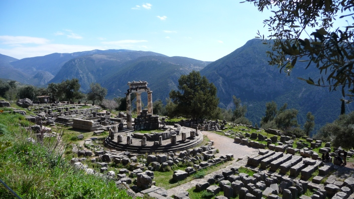 Delphi,_Greece_-_panoramio