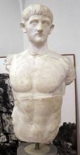 Statua_virile_in_nudità_eroica,_forse_di_druso_III_figlio_di_germanico_e_agrippina_maggiore,_1-50_dc_ca,_da_roselle