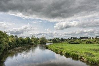 371px-River_Boyne_(Abhainn_na_Bóinne)_-_Glebe,_County_Meath,_Ireland_-_August_8,_2017